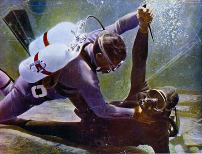 James Bond 007 diver image