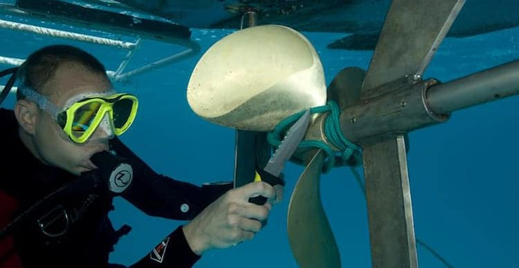 diver with knife cutting cord