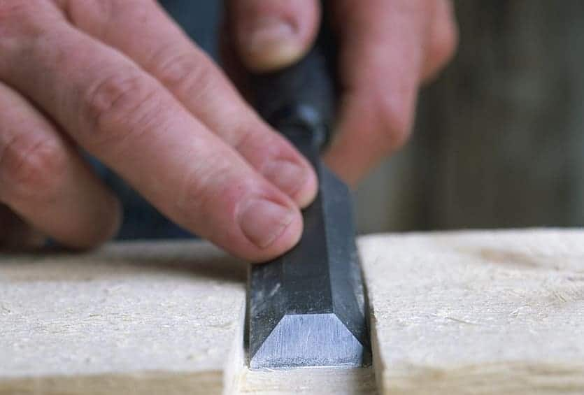 safety-tips-when-using-a-chisel