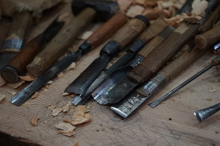 using-wood-chisels