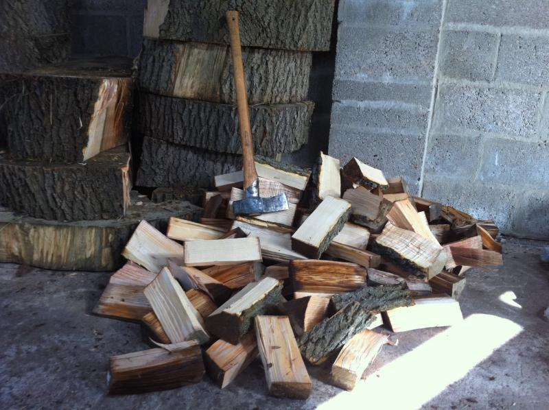 splitting-maul-and-firewood