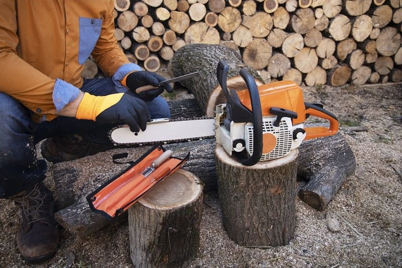 Best Small Chainsaw In 2020  Our Reviews  U0026 Comparisons